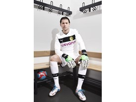 Roman Weidenfeller in the latest PowerCat 1 FG Colourway