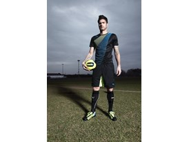 Olivier Giroud wears the latest PUMA evoSPEED 1.2