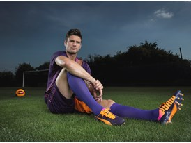 Olivier Giroud Wears the New evoSPEED 1.2 FG