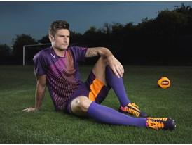 Olivier Giroud Wears the New evoSPEED 1.2 FG