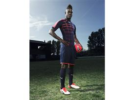 Mario Balotelli wears the new PUMA evoPOWER 1.2 Football Boot 5