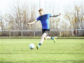 Marco Reus wears the new evoSPEED SL 2