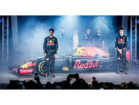 PUMA & Red Bull Racing Reveal 2016 Team Kit and New Car Livery_3