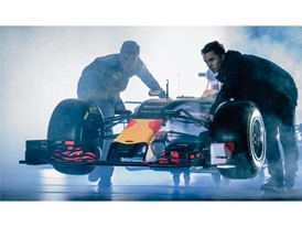 PUMA & Red Bull Racing Reveal 2016 Team Kit and New Car Livery_7