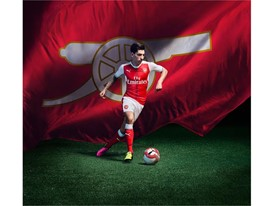 2016/17 AFC Home Kit_Action_Bellerin