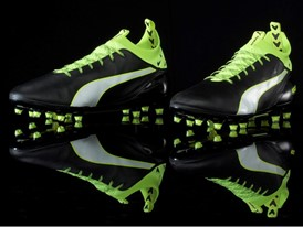 PUMA launches the new evoTOUCH boot_on Black_1