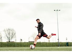 Giroud wears the new evoPOWER boot_12