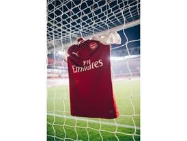 17AW_Social_TS_Football_Arsenal_Home-Kit_6