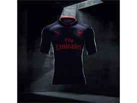 17AW_BTL_RETAIL_TS_Football_Step-Out_xShirt-Only-Arsenal