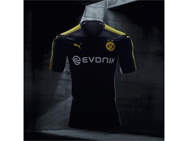 17AW_BTL_RETAIL_TS_Football_Step-Out_xShirt-Only-BVB