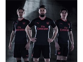 17AW BTL TRADE TS Football Step-Out xStanding-Trio-Arsenal