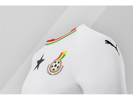 18SS_Consumer_TS_Football_WC_ALLWHITE_GHANA_DETAIL_03
