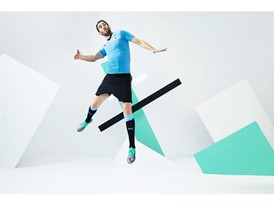 18AW_PR_TS_Football_URUGUAY_WC_ACTION2_STUDIO_GODIN_0286_RGB.jpg