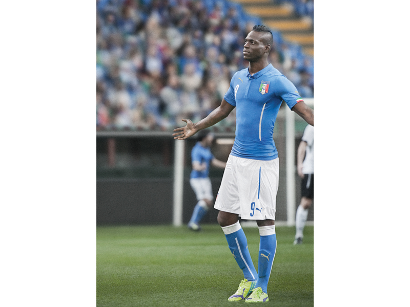 Mario Balotelli wears the new evoPOWER in yellow and purple