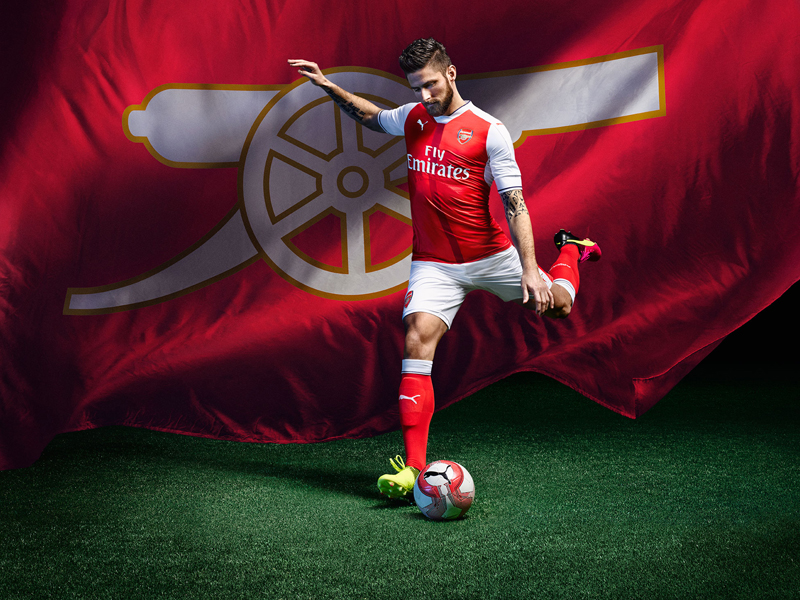 2016/17 AFC Home Kit_Action_Giroud