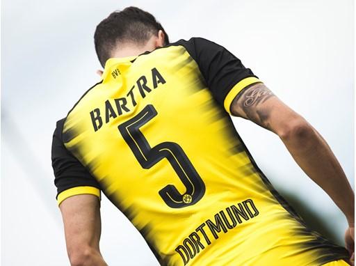 17AW_PR_TS_Football_Q3_Bartra&
